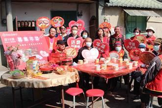 感受年節溫暖氛圍 徐耀昌慰訪獨居長輩送年菜