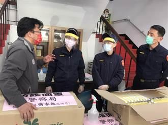 桃園市議員楊家俍贈防疫物 資助警安心抗疫