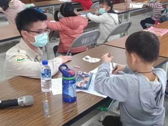 學童放寒假 區公所替代役男化身課輔小老師