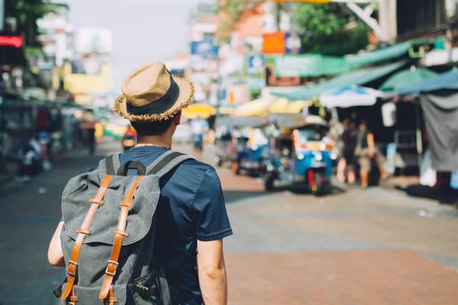 全球旅遊業深受疫情打擊。圖為泰國考山路市場。(示意圖/達志影像shutterstock)