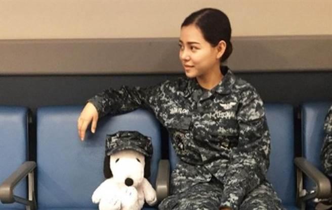 貝拉波奇曾是女海軍。(圖/IG@ bella.poarch)