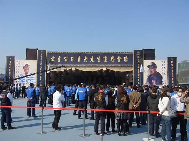 韓國瑜岳父、前雲林縣議員李日貴告別式在雲林縣西螺鎮舉行,上千名政商各界人士到場致意。(張朝欣攝)
