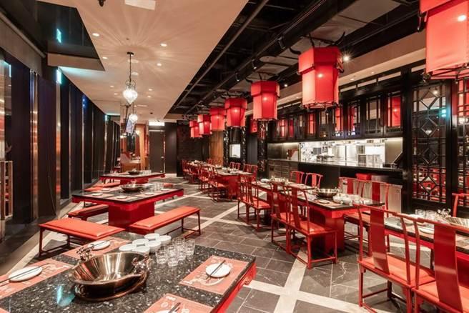 (乾杯集團旗下「麻辣45台南府城店」位於熱鬧的台南西門商圈,坐落在國泰置地廣場1樓,70坪的用餐空間,共82席次、擁有4個獨立包廂。圖/乾杯集團提供)