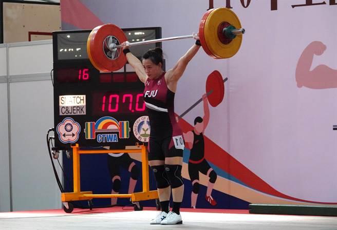 郭婞淳在青年盃小試身手,抓舉107公斤改寫全國紀錄。(毛琬婷攝)