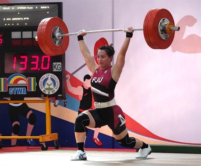 郭婞淳挑戰挺舉133公斤成功。(毛琬婷攝)
