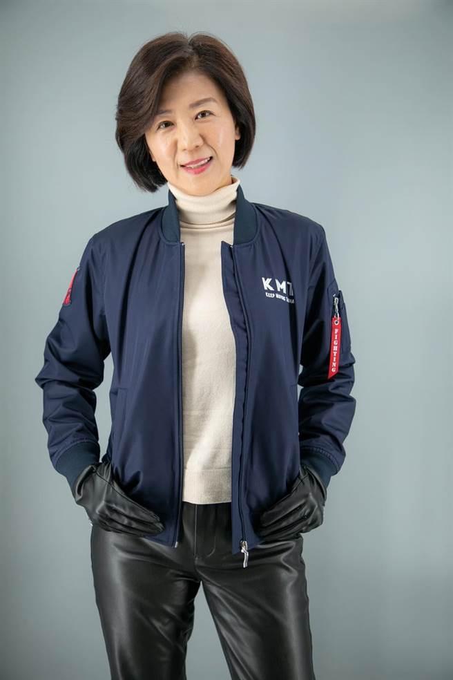 國民黨飛行夾克由文傳會主委王育敏當模特兒。(陳冠安提供)