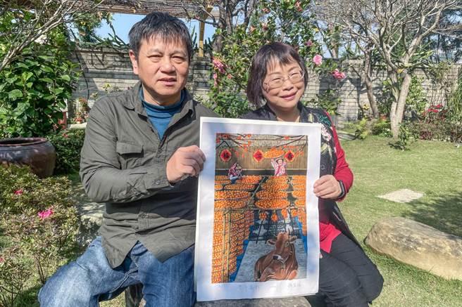 鍾萬福、曾雪梅夫婦參加「中華民國版印年畫徵選」先後抱回全國首獎,應邀在新竹 縣文化局美術館展覽。(羅浚濱攝)