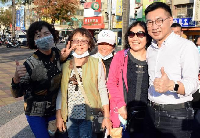國民黨主席江啟臣(右)南下屏東力催反萊豬公投,且針對趙少康有意參選黨主席強調,一切按照黨的機制。(林和生攝)