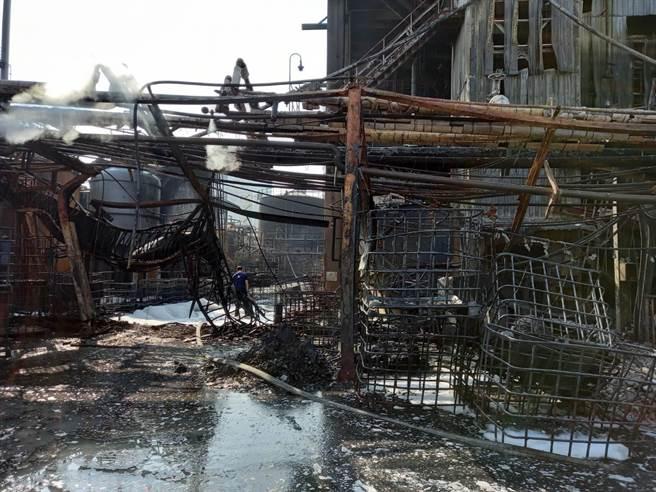 聯成化科林園廠上周發生大火,高市府與中央聯合針對林園工業區進行總體檢。(柯宗緯翻攝)