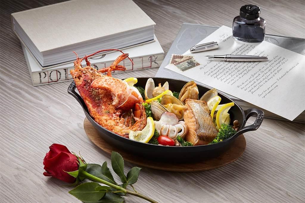 In Between之間餐廳—愛意情人套餐「主廚特製海鮮盤」,匯聚波士頓龍蝦及挪威鮭魚等海潮珍味。(誠品行旅提供)