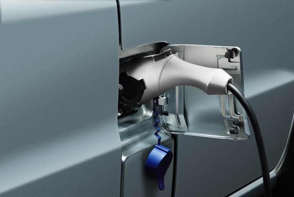 即日起購買e-VERYCA再加贈20米內基本免費安裝及隨車充電器,讓您充電好安心。
