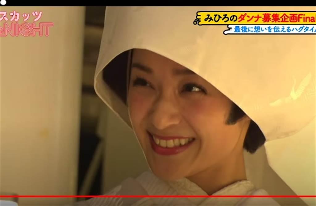 朝美穗香近日穿著白無垢在電視節目公開徵婚。(取自YouTube)