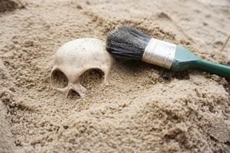 剑桥大学宿舍挖到超大型坟场 骸骨完好专家讚嘆世纪大发现