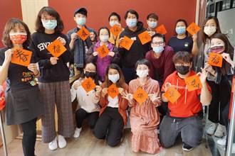 大葉大學國際生在台過新年 動手寫春聯認識台灣年節