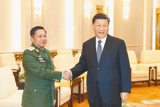 中国等距外交 对政府、军方两手牌
