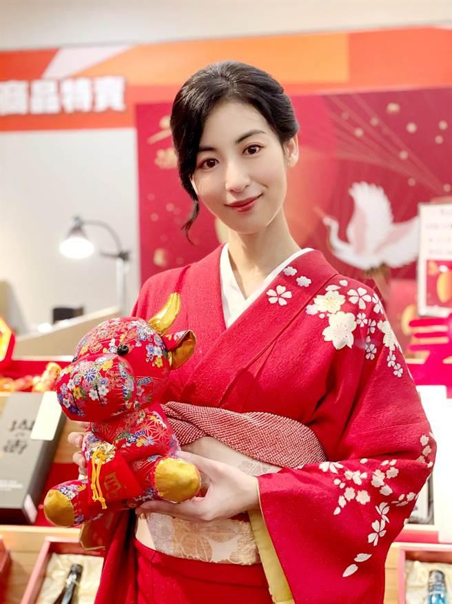 大久保麻梨子代言日本酒品。(和心酒藏提供)
