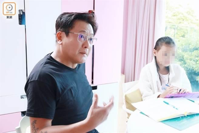魏駿傑和女兒相依為命。(圖/取自《on.cc東網》)