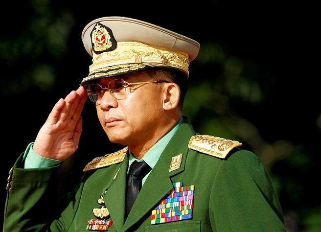 緬甸軍事頭子敏昂萊(Min Aung Hlaing)在退休前夕發動政變、奪權,年輕時期同窗透露他沉默寡言、在校表現並不突出,但是遇到前軍事強人丹瑞將軍後命運從此翻轉。(資料照/路透社)