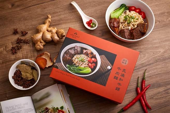 首度將The Chapter Café「炙燒和牛頰牛肉麵」人氣料理升級為適合闔家享用的外帶常溫禮盒。(誠品行旅提供)
