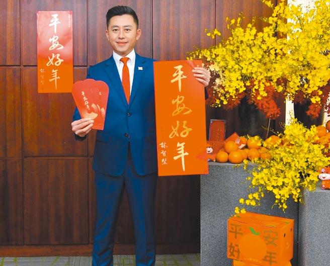 新竹市政府為慶賀新年,特別準備17萬份賀歲春聯,即日起投遞至全市家戶。(陳育賢攝)