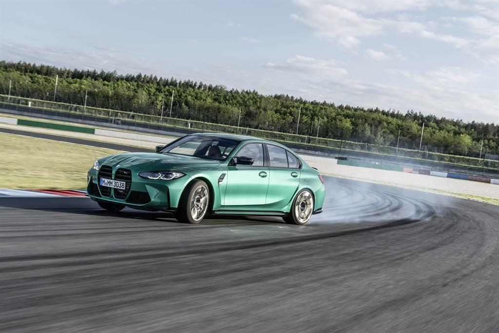 「M專業賽道駕駛及甩尾分析系統」,讓車主在賽道上恣意奔馳的同時,紀錄並分析每一次的滑行與甩尾數據。