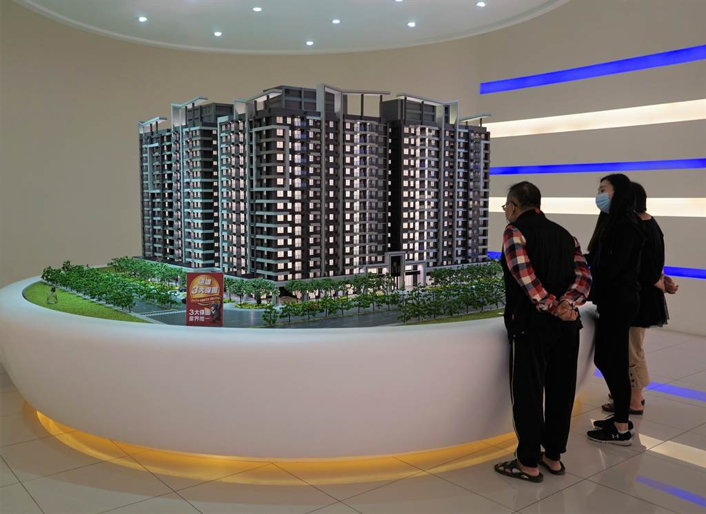 大基地的造鎮型社區,以豐富公設、整體規劃及相對低廉的房價,吸引首購族青睞。(葉思含攝)