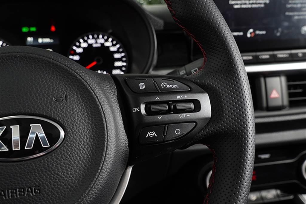 Picanto自始以來在安全科技配備上都在平價車中名列前茅,本次試駕的Picanto GT-LINE更擁有同級唯一的LFA進階型車道維持輔助系統(全速域)。