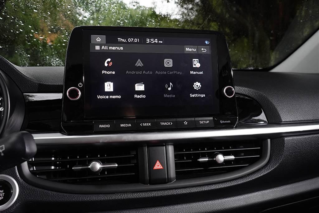 小改Picanto配置懸浮式8吋多媒體影音觸控系統,同時內建同級唯一的無線Apple Carplay™ / Android Auto™,迎合時下智慧手機需求。