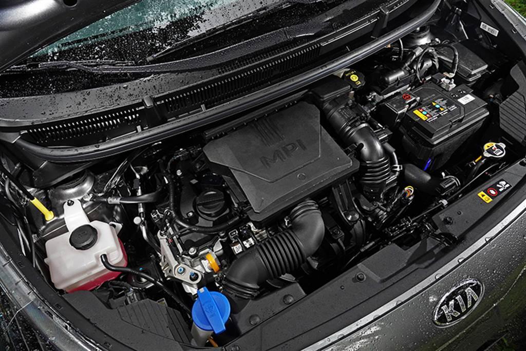 小改Picanto搭載KIA全新1.2 MPI引擎,排氣量為1,197c.c.,擁有84 ps最大馬力與12.0 kgm的最大扭力,更重要的是適用於1,200c.c.以下稅制,在稅賦上更為輕鬆。