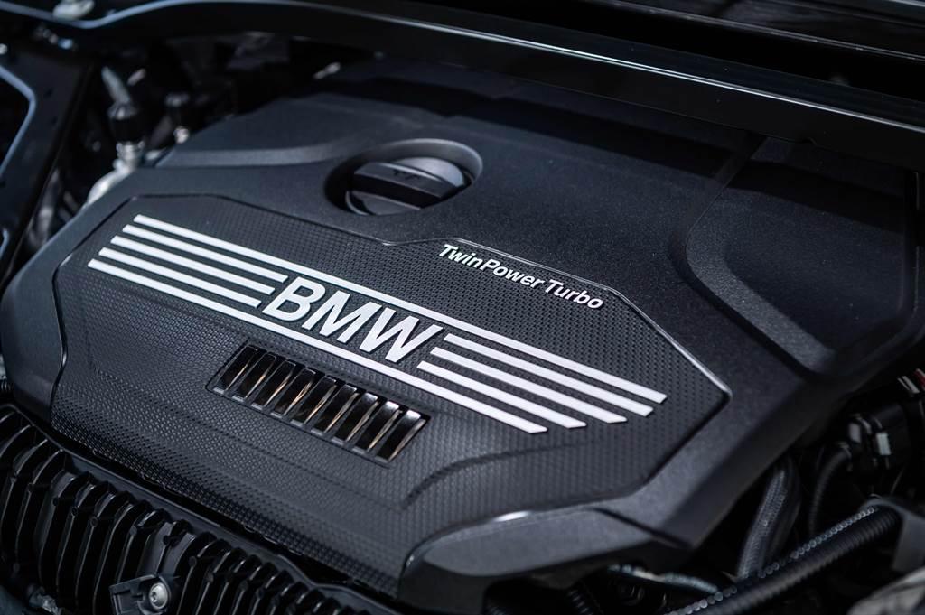 全新BMW 120i Edition M及220i Edition M搭載2.0升BMW TwinPower Turbo直列4汽缸汽油引擎。