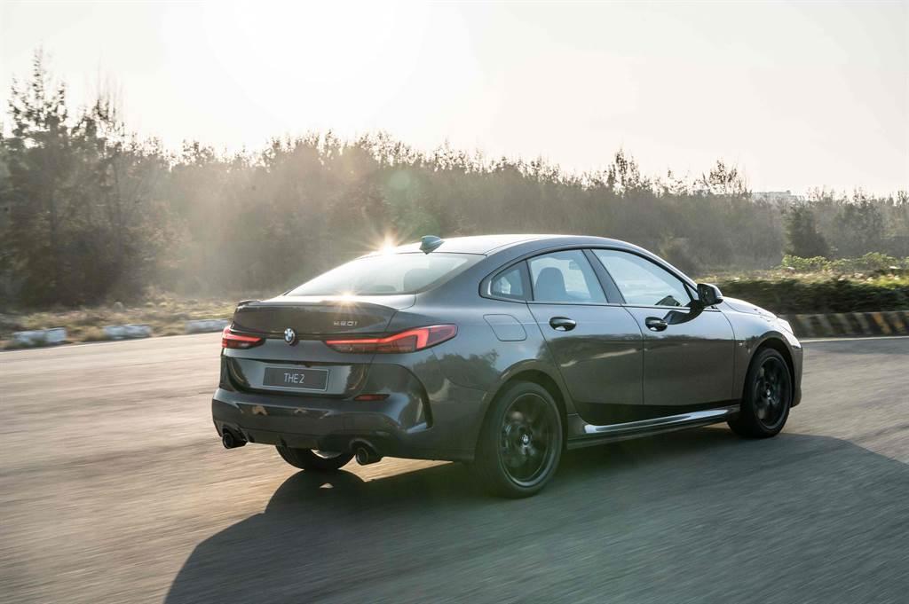 標準配備的M款煞車套件、ARB防滑控制系統與彎道控制系統(Performance Control),使全新BMW 2系列Gran Coupé操控過人一等。