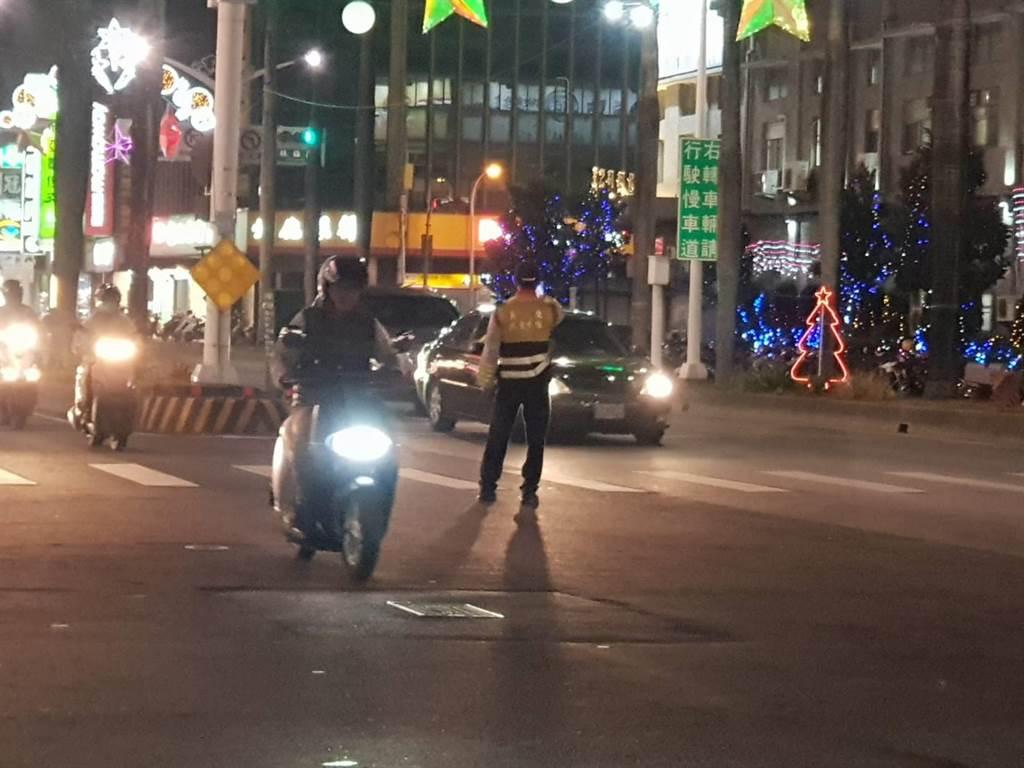 屏警於上下班時段提升見警率,希望能降低交通事故發生率。(警方提供)