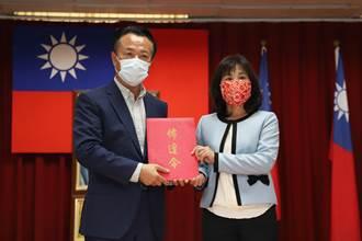 嘉縣首位護理師出身當衛生局長 趙紋華真除上任