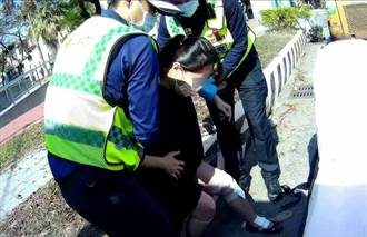 孕婦挺8月肚不慎摔車 中市警協助送醫