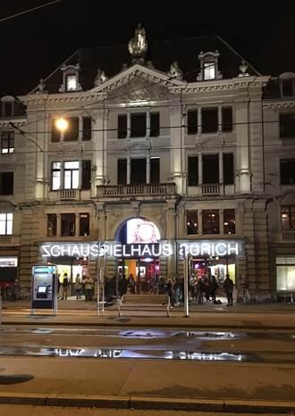 我是誰?我在哪裡?我在做什麼? 從德語區與英國劇場的經營策略找尋劇院的公共面貌