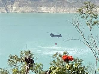 竹崎森林大火 航特部C-47直升機空中灑水40噸順利撲減