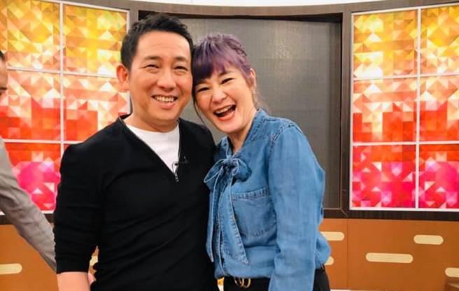屈中恆和老婆VICKY.(圖/FB@屈中恆藝嚮世界)