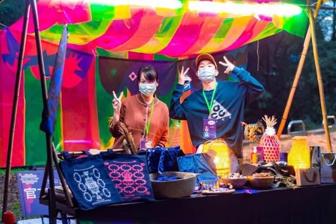 龍崎空山祭周邊商品受到不少遊客喜愛。(台南市文化局提供/曹婷婷台南傳真)