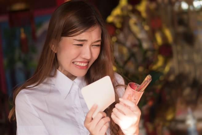 運勢命理專家雨揚老師在YOUTUBE頻道《雨揚樂活家族》分享,12生肖如果在今年想要開運,可以隨身攜帶不同的開運小物。(示意圖/shutterstock)