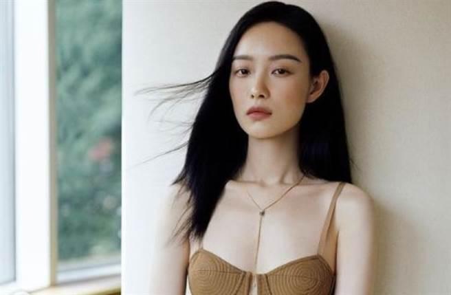 大陸女星倪妮擁有170cm高䠷身材和時尚高級臉,近期靠新戲《流金歲月》再度成為話題女神。(圖/IG@captainmiao)
