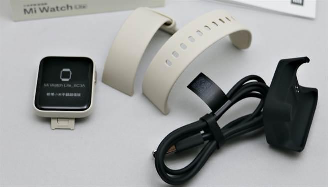 小米手環超值版錶帶可以拆換,而目前官方還沒有在台販售單獨的錶帶,需等候一段時間。(黃慧雯攝)