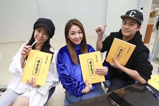 陈仙梅(左起)、赖慧如、林则希出席《黄金岁月》读本会议。(民视提供)