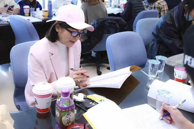 王彩桦在《黄金岁月》读本热泪盈眶,期待新戏上檔。(民视提供)