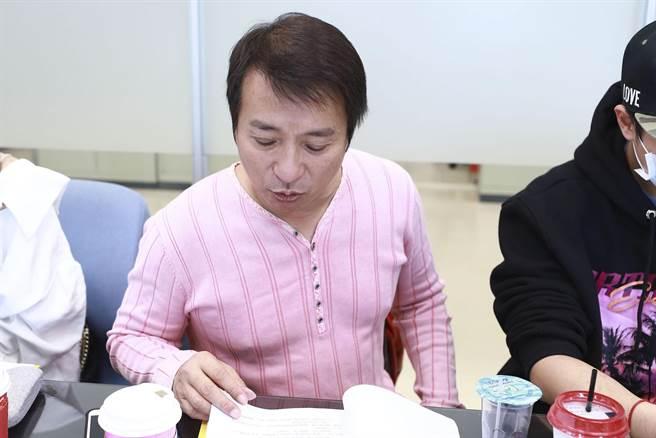 王中平出席《黄金岁月》读本会议。(民视提供)