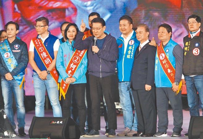 申請重回國民黨的趙少康2日說,2022縣市長選舉,當然要幫忙輔選,但重點還是2024。圖為2020總統大選前,趙出席國民黨在凱達格蘭大道舉辦的晚會。(本報資料照片)