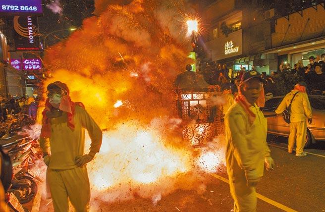 台北市內湖梘頭福德祠土地公廟每年在元宵節舉辦「夜弄土地公」遶境,今年受新冠肺炎疫情影響首度取消。(本報資料照片)