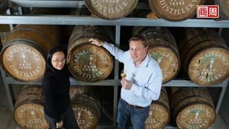 法拉利規格酒標揚名 他自種甘蔗釀世界級蘭姆酒