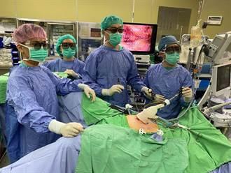 8旬翁血便發現大腸癌 靠微創手術切除病灶