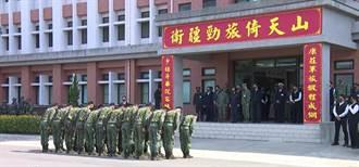 軍人向蔡總統鞠躬 遭批「不會敬禮 就會馬屁 」