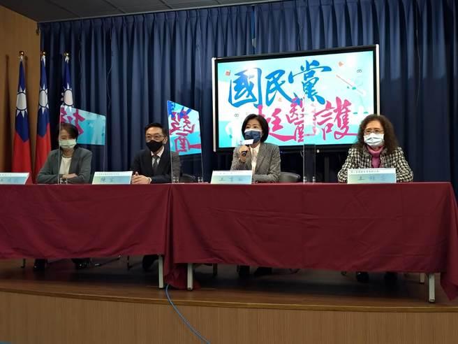 國民黨舉辦挺醫護記者會,左起王鴻薇、陳宜民、王育敏及王桂芸。(黃福其攝)